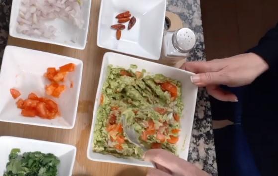 How to Make Fresh Homemade Guacamole